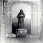 Figura św. Franciszka w kaplicy ogrodowej Franciszkanów we Lwowie